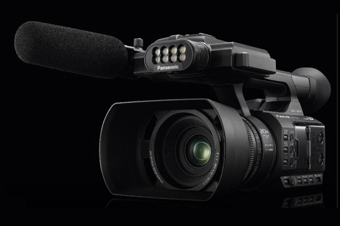 Panasonic HC-PV100 : Camcorder yang Cocok untuk Sang Semi Profesional